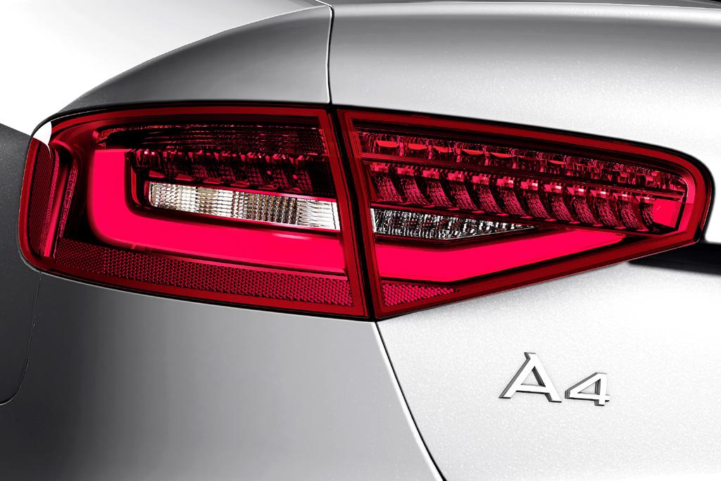 Audi A4: Moderne Leuchteinheit hinten mit Modellschriftzug.