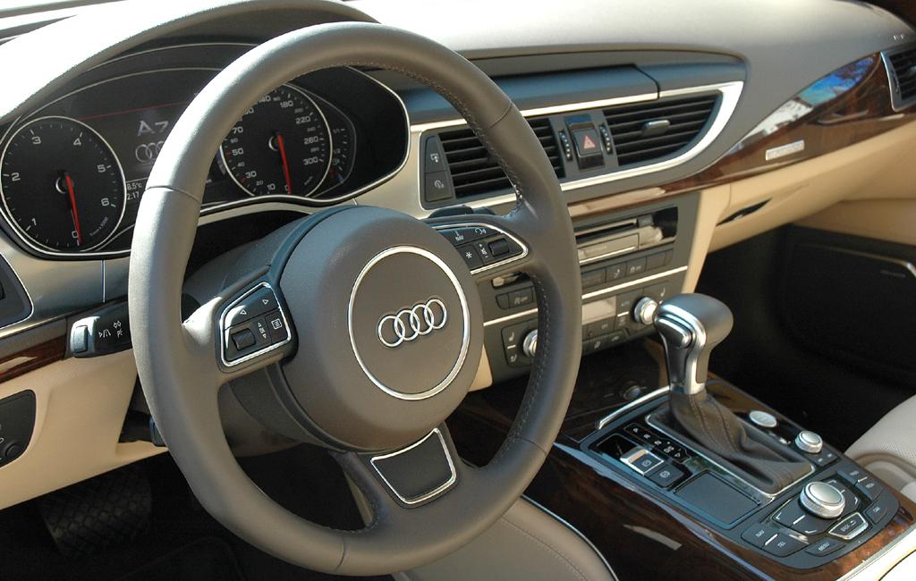 Audi A7 Sportback: Blick ins sportlich-funktionelle Nobelcockpit.
