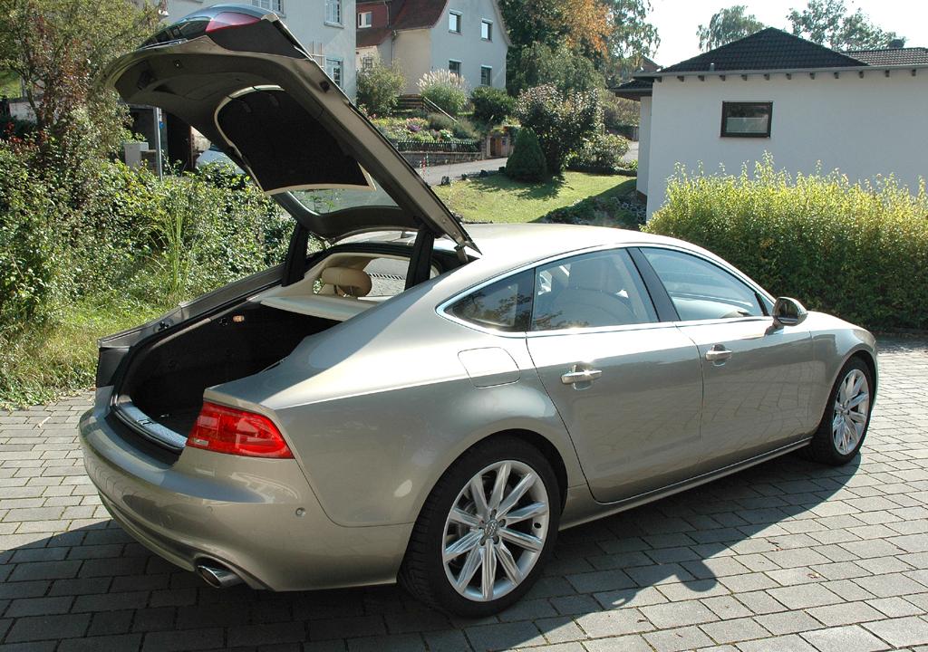 Audi A7 Sportback: Ins Gepäckabteil passen mehr als 510 bis fast 1400 Liter hinein.
