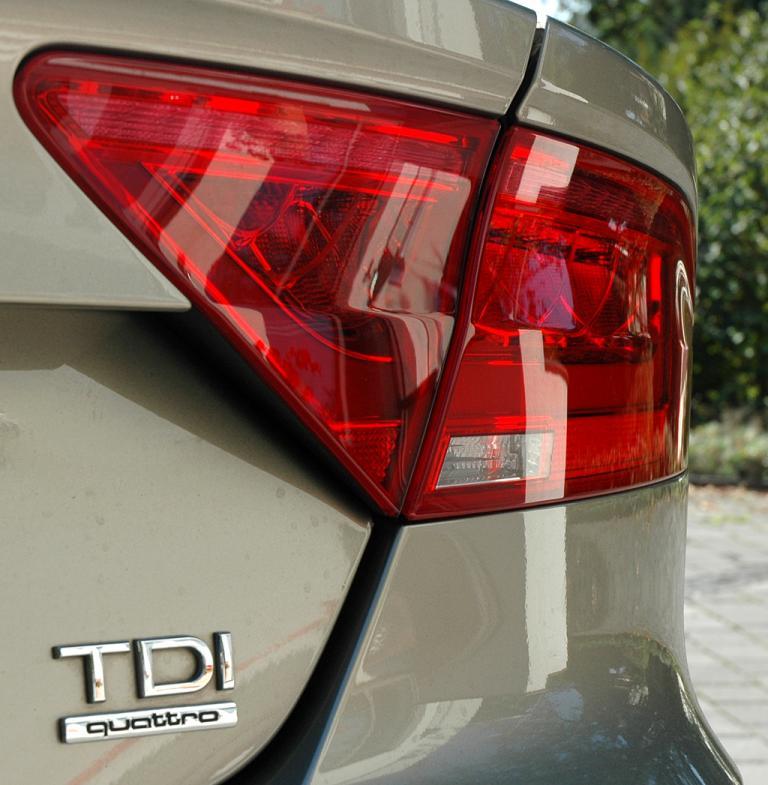 Audi A7 Sportback: Moderne Leuchteinheit hinten mit Antriebsschriftzug.