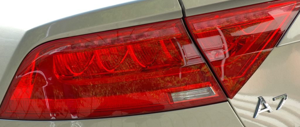 Audi A7 Sportback: Moderne Leuchteinheit hinten mit Modellschriftzug.