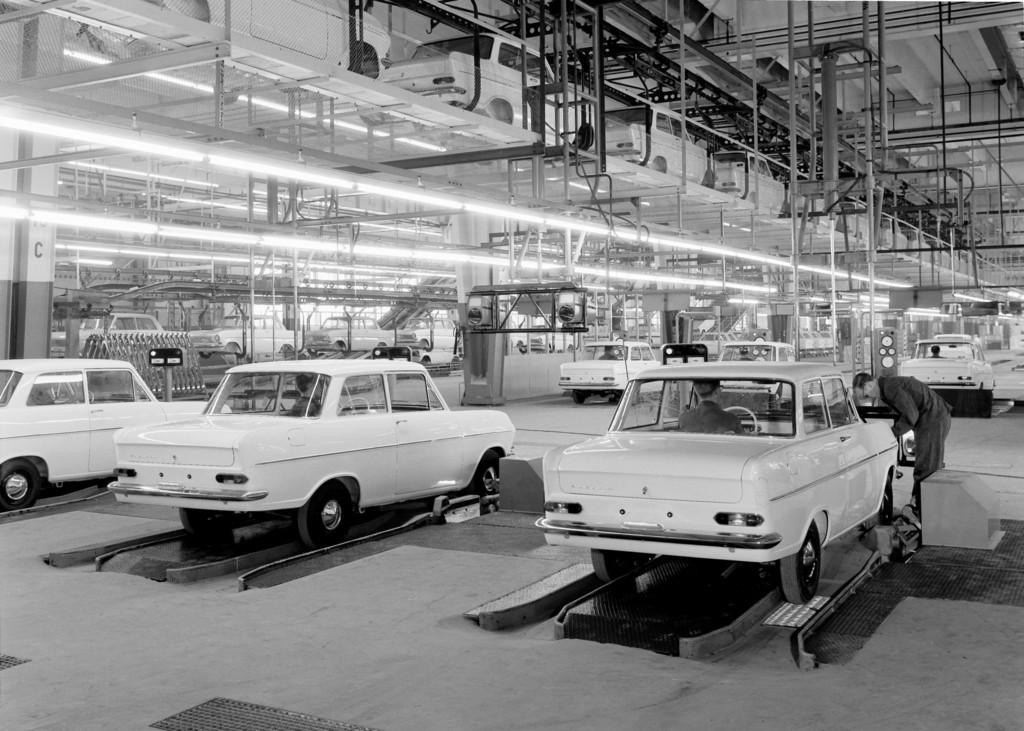 Aufbruchstimmung im Revier: Ab 1962 läuft im neuen Bochumer Opelwerk der Kadett A vom Band.