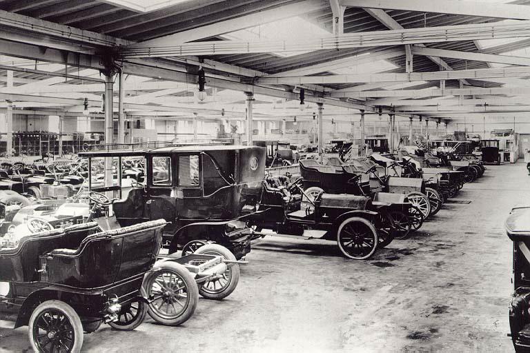 Auto-Produktion bei Opel anno 1906: Blick in die Große Montagehalle in Rüsselsheim.