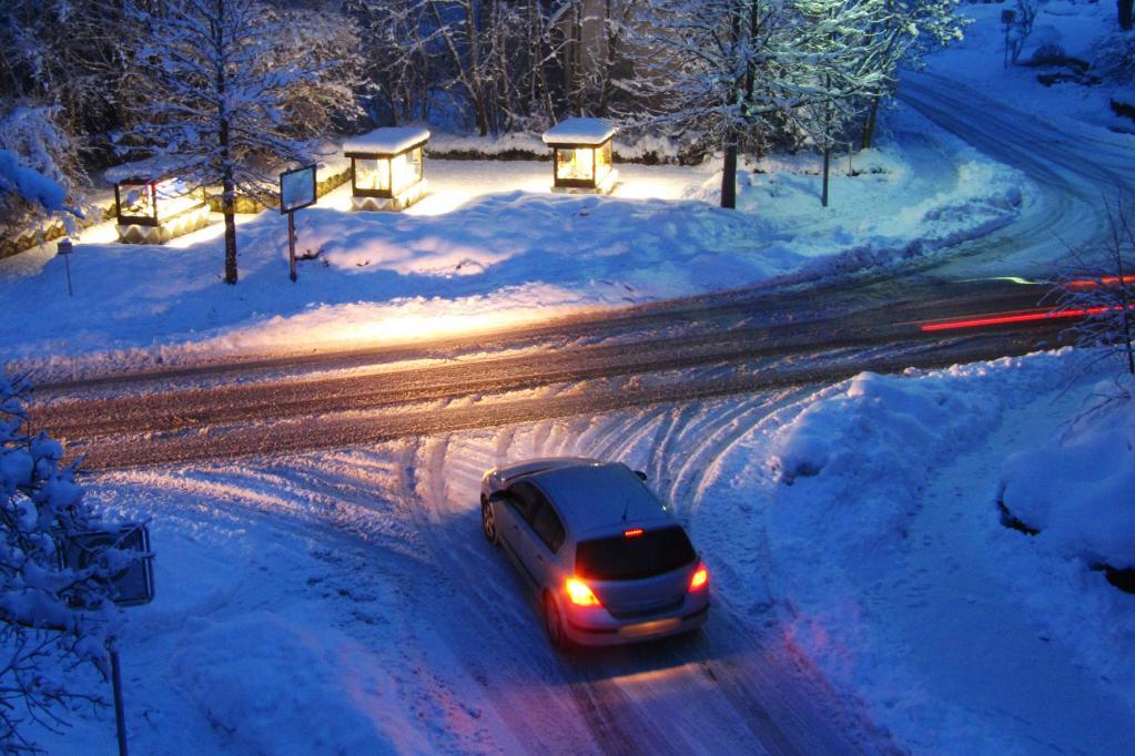 Bei Winterreisen ins Ausland auf nationale Vorschriften achten