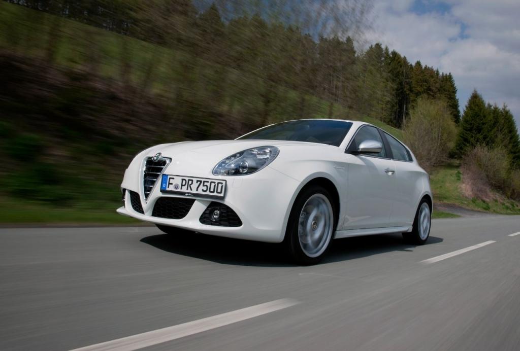 Bei neueren Modellen wie dem Alfa Giulietta, dem MiTo oder dem Sportwagen C8 Competizione, brauchen sich Besitzer gar keine Sorgen über E10 zu machen. Alle Fahrzeuge dieser Modelle haben eine E10-Freigabe erhalten.