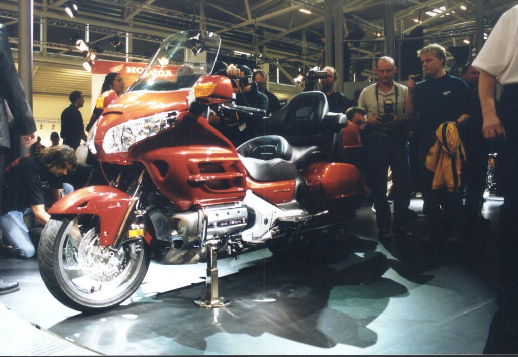 Besitzer des Motorrades Gold Wing, der Honda GL 1800, müssen in die Werkstatt wegen Problemen am Hauptbremszylinder für die Hinterradbremse. 126 000 Fahrzeuge der Modelljahre 2001 bis 2012 können betroffen sein.