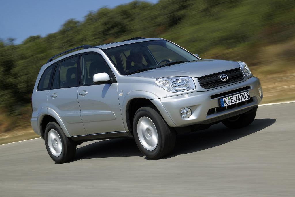 Bis die Deutschen den Markt der kompakten SUVs für sich entdeckt haben, war der Toyota jahrelang die Nummer 1 - zu Recht.
