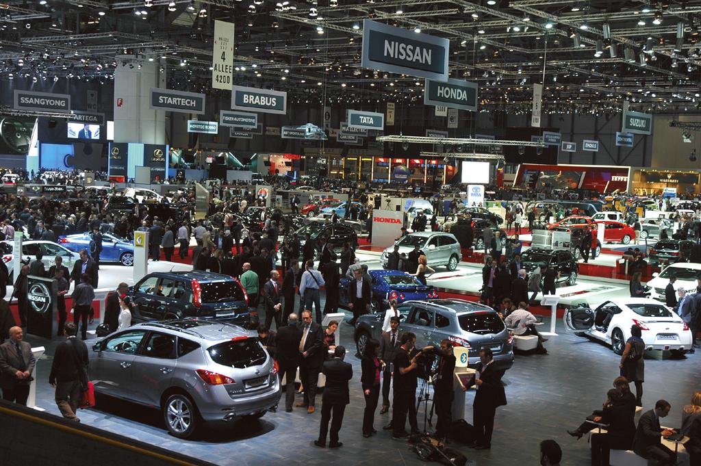 Das Interesse an Autos, hier beim Genfer Salon 2011, bleibt groß.