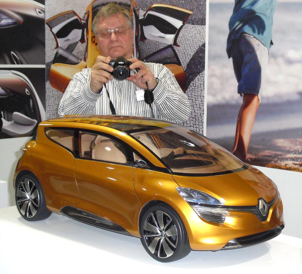 Den R-Space als drittes Konzeptfahrzeug schreibt Renault der