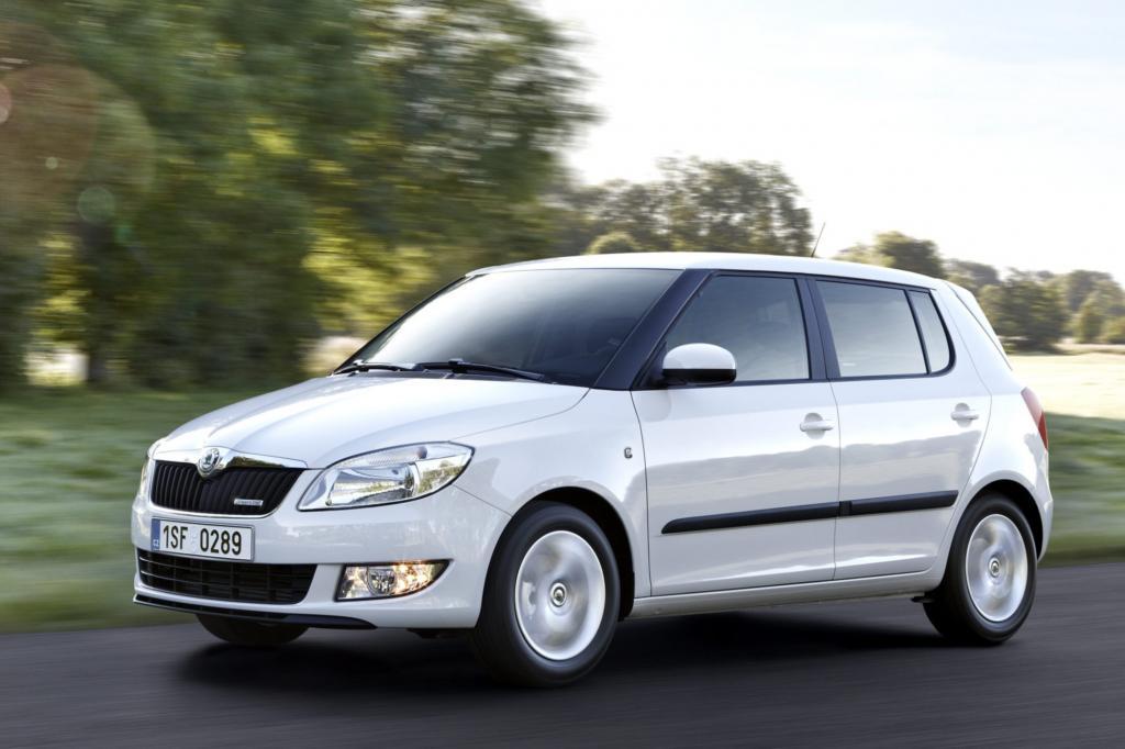 Der Skoda Fabia  ist technisch gesehen ein VW Polo -aber deutlich preiswerter und sieht auch noch frischer aus.