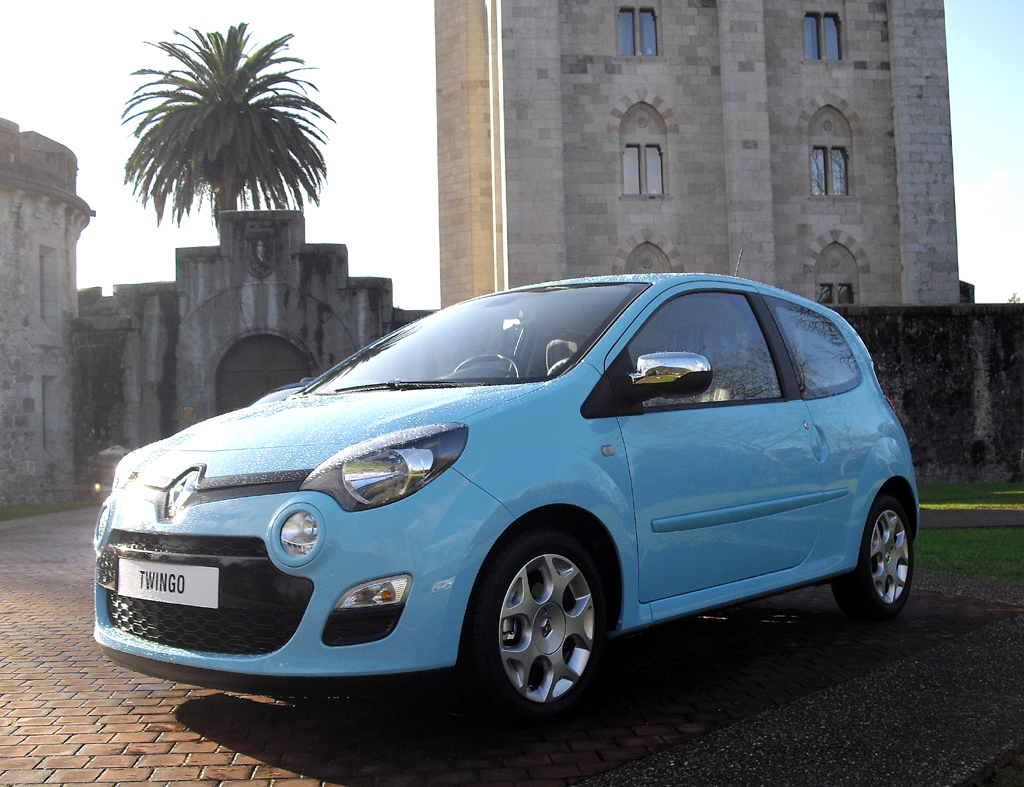 Der Twingo ist der erste Renault mit neuem Markengesicht.