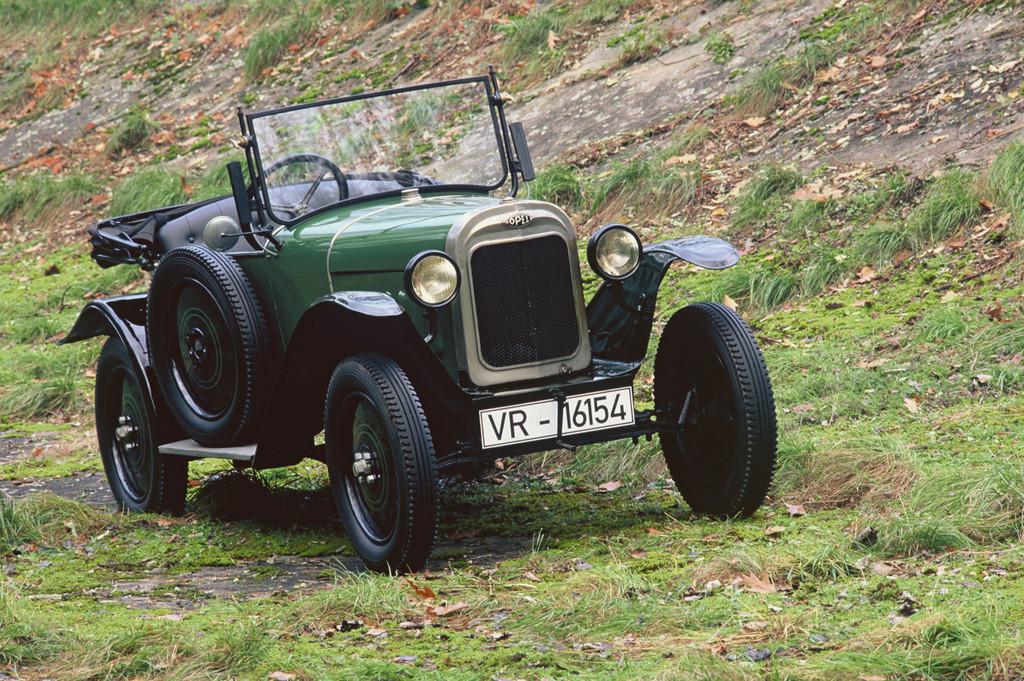 Der legendäre Opel 4/12 PS, im Volksmund 201ELaubfrosch201C genannt.