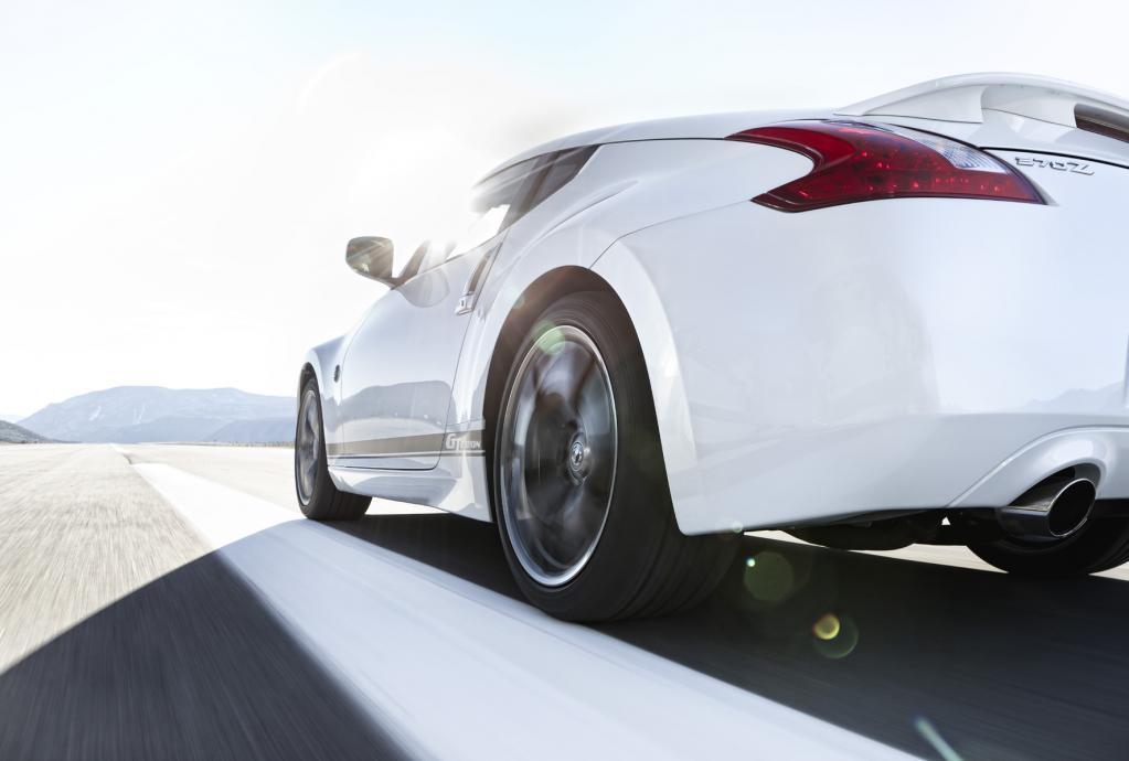 Dicke 275/35er 19-Zoll-Reifen an der Hinterachse sichern die Traktion des Sondermodells Nissan 370Z GT-Edition, das ab sofort verfügbar ist.