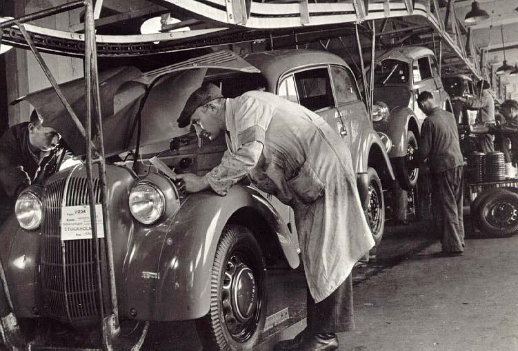 Die ersten Opel Kadett laufen 1936 von den Rüsselsheimer Bändern.