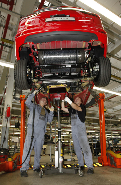 Durch die aus leichtem Verbundwerkstoff mit Karbonfasern bestehenden Erdgastanks des Opel Zafira Tourer 1.6 Turbo Ecoflex CNG konnten gegenüber dem Vorgänger 85 Kilo Gewicht eingespart und die Reichweite um rund 25 Prozent gesteigert werden.
