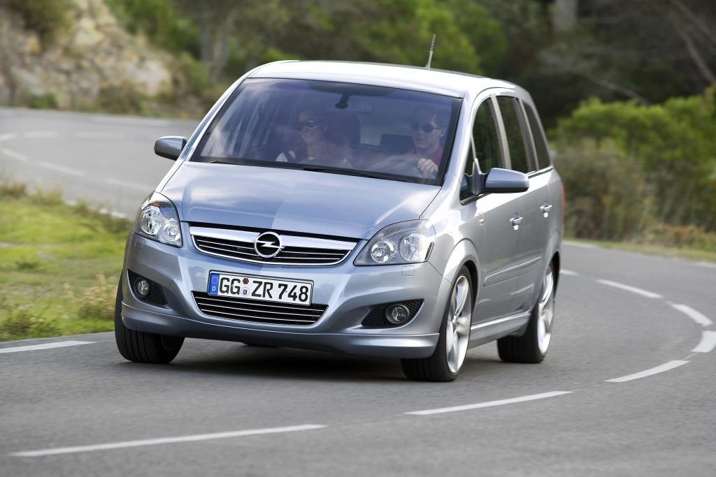 """Ebenfalls keine Freigabe für die E10-Nutzung bekam der Opel Zafira-B mit der Typenbezeichnung (wieder laut Feld """"D.2"""" der Zulassungsbescheinigung Teil 1)"""