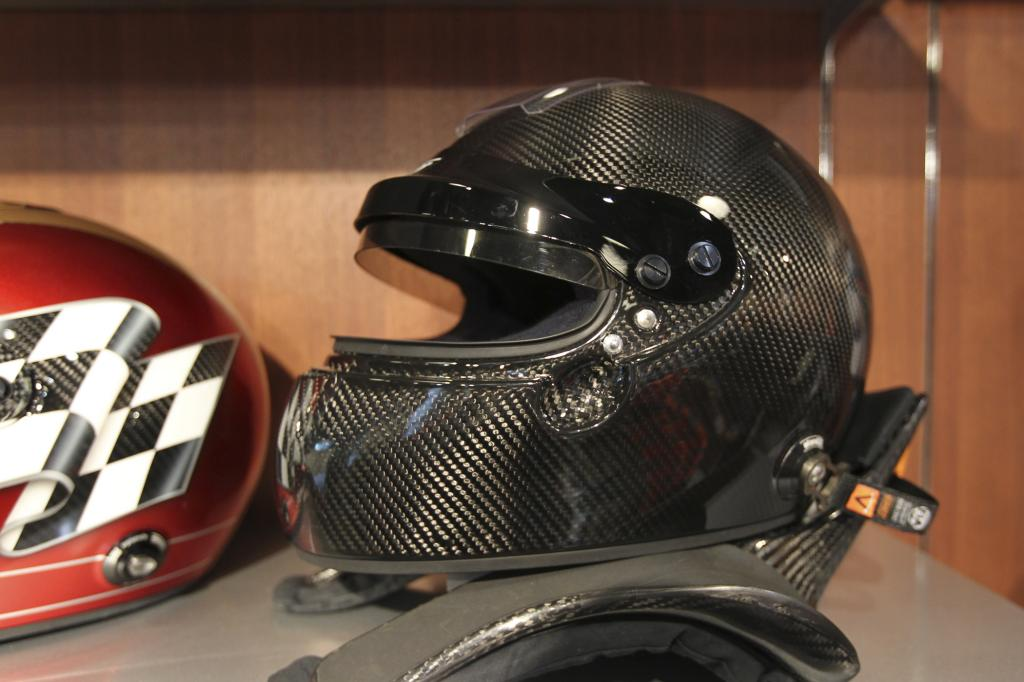 Edel, teuer und sicher - der Helm aus Karbon