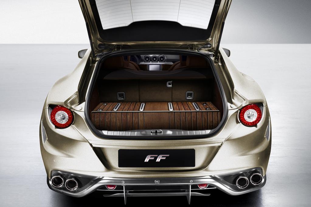 Ein mit Teakholz ausgestattete Kofferraum im Ferrari FF ist ebenfalls mit dem Tailor-Made Programm möglich.