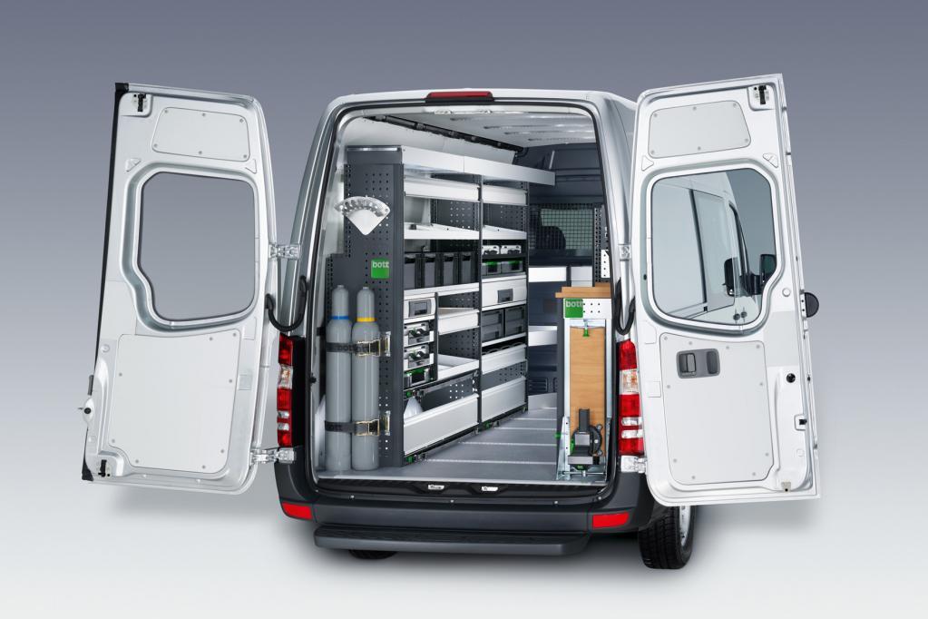 Ein mobiler Service-Koffer ist in sämtliche Schränke und Regale des Mercedes-Benz Sprinter integrierbar.
