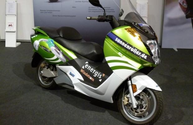 Essen Motor Show 2011: Electro-Scooter Vectrix VX-1 Li+ Lautoser Großroller als Serienfahrzeug