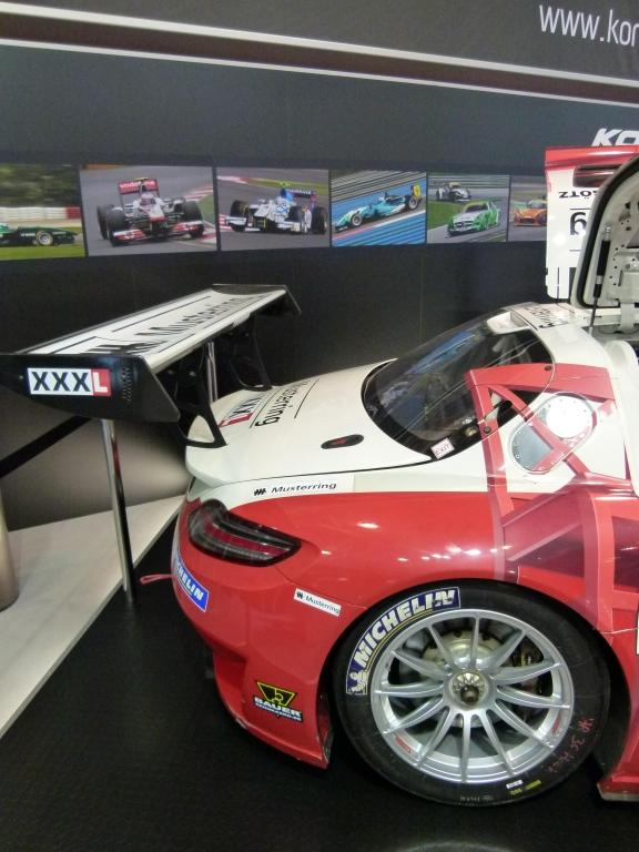 Essen Motor Show 2011: Mercedes-Benz SLS AMG GT3 – Flügelmonster mit Koni-Dämpfern | Karbon, soweit das Auge reicht
