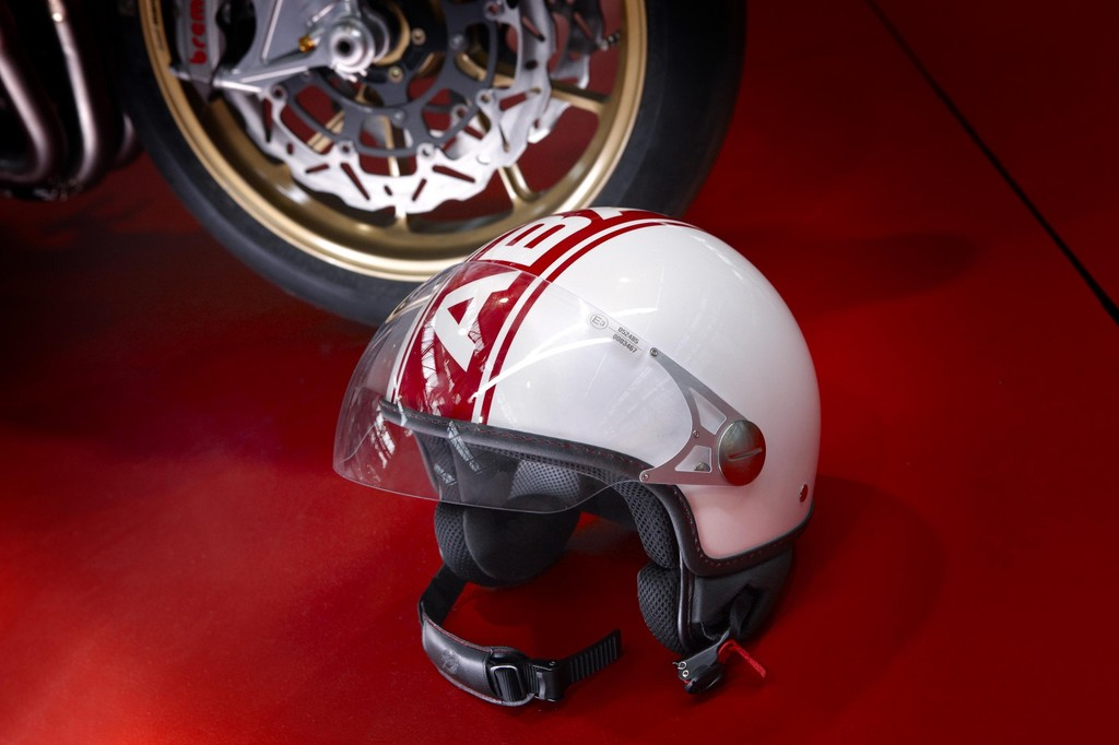 Geschenkidee für Abarth-Fans: Jet-Helm.