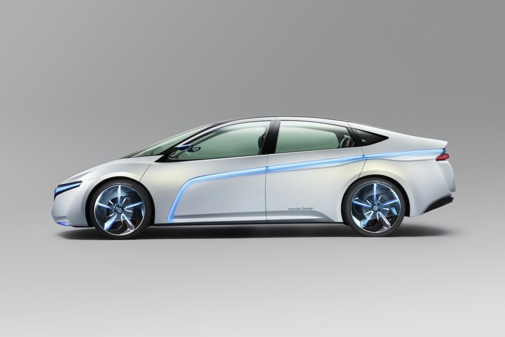 Honda stellte jetzt ein Plug-in-Hybrid Konzeptfahrzeug mit sehr niedrigem Luftwiderstandsbeiwert (cW) von = 0,21 vor. Der 4,70 Meter lange Viertürer soll eine Reichweite von über 1 000 Kilometern haben.