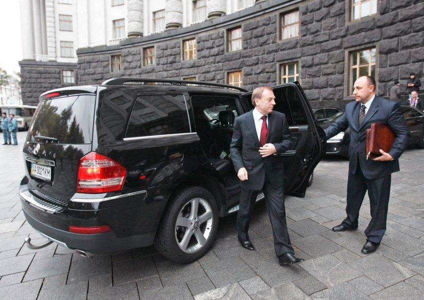 Hoppla - Ukrainischer Minister im gestohlenen Mercedes unterwegs. Bildquelle: Unian.