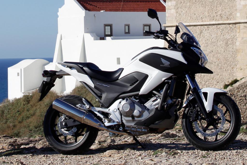 In der Mittelklasse hat Honda die NC 700 mit 35 kW/48 PS starkem Zweizylindermotor für die Saison 2012 frisch vorbereitet.