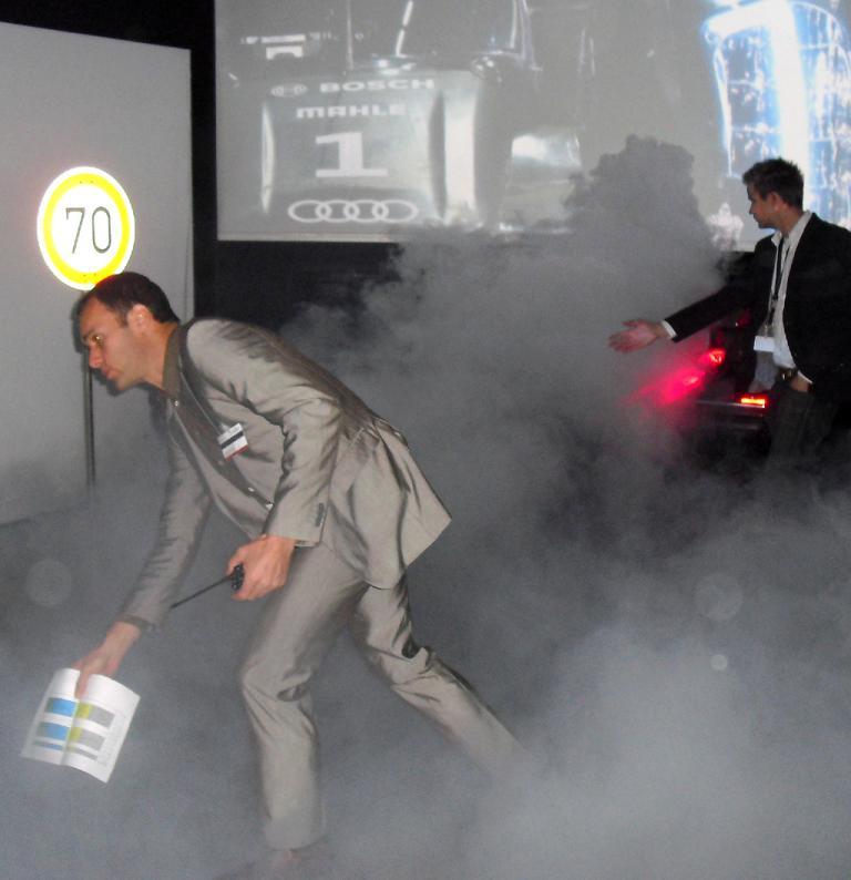 Künstlicher Nebel ist gut, um die Funktion des Laser-Nebelschlusslichts zu zeigen.