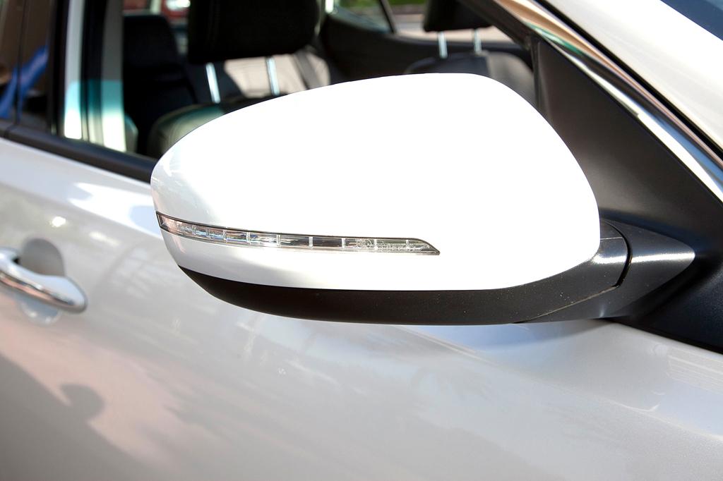 Kia Optima: In die Außenspiegel sind Blinkleisten integriert.