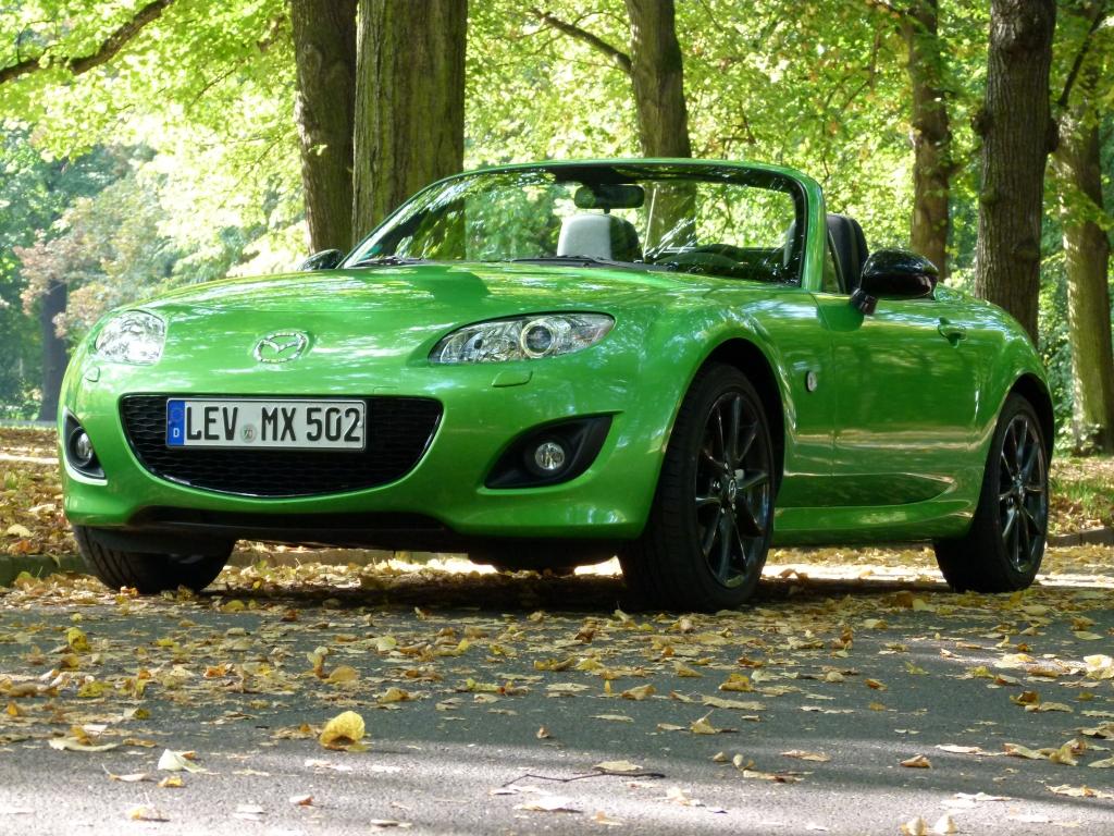 Madza gmibt die Modellreihen Madzda 2, 3, 4, 5, 6 sowie RX-8, CX-7 und CX-9 ganzlich zur E10-Benutzung frei. Beim Mazda MX-5 gilt diese Freigabe jedoch nur ab der dritten Generation, erkennbar an der Fahrzeug-Ident.-Nummer JMZNC...