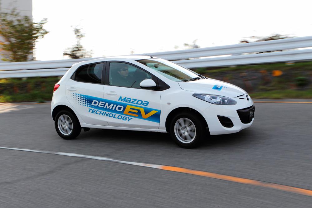 Mazda hat den Kompaktwagen Demio elektrifiziert und verspricht eine Reichweite von 200 Kilometern.