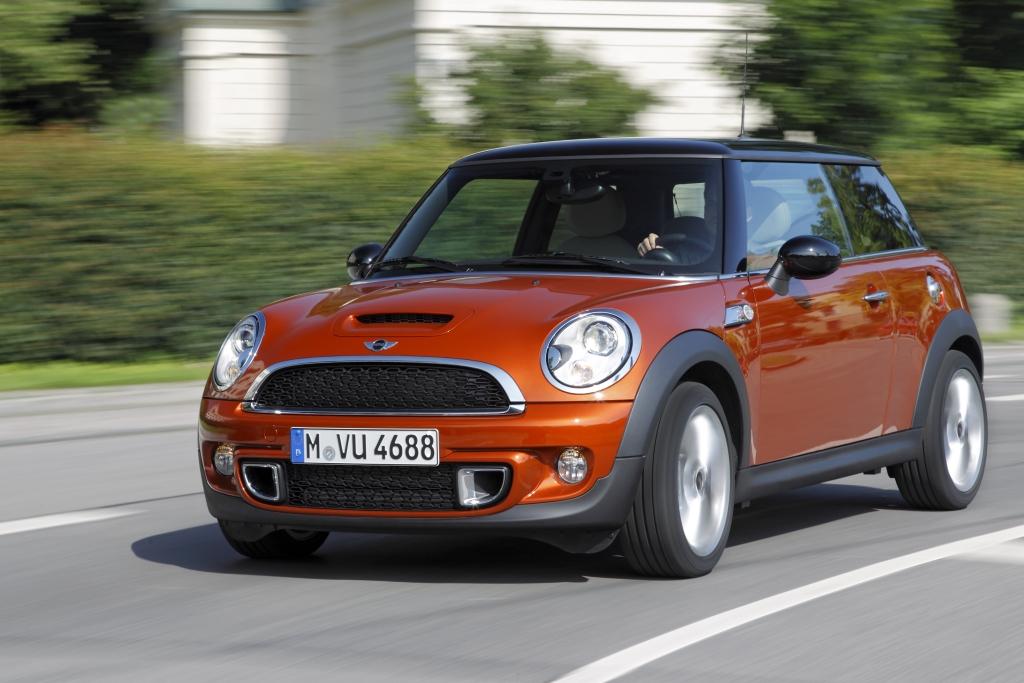 Mini gibt alle neuen Modelle, die seit dem Relaunch der Marke im Jahr 2000 produziert wurden, für die E10-Betankung frei.