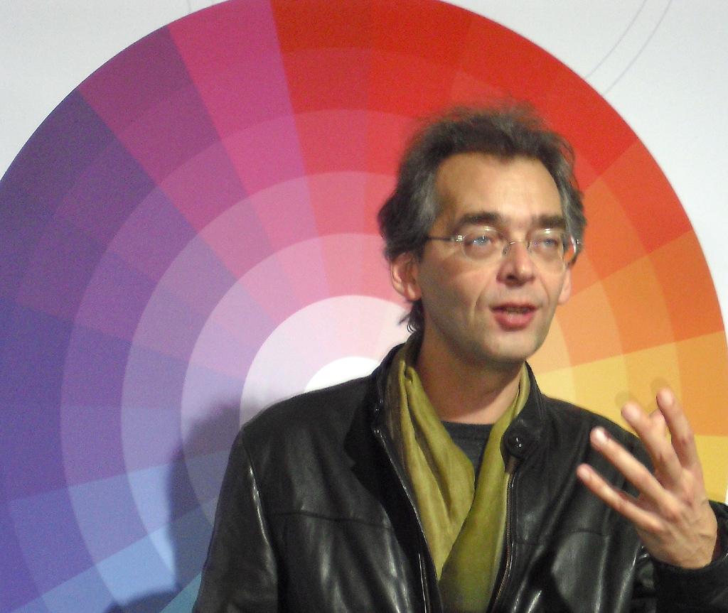 Mit speziellem Farbcode: Renault-Mann Breun beim Vortrag.