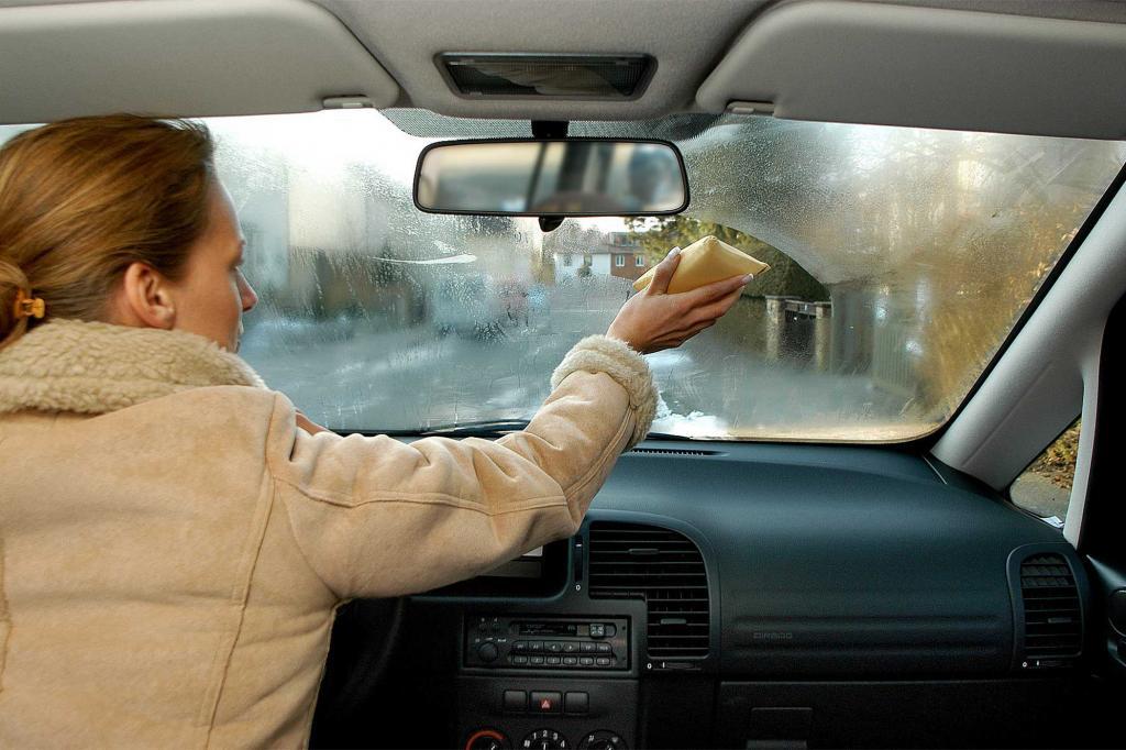 Ratgeber Autoscheiben - Auch im Winter freie Sicht