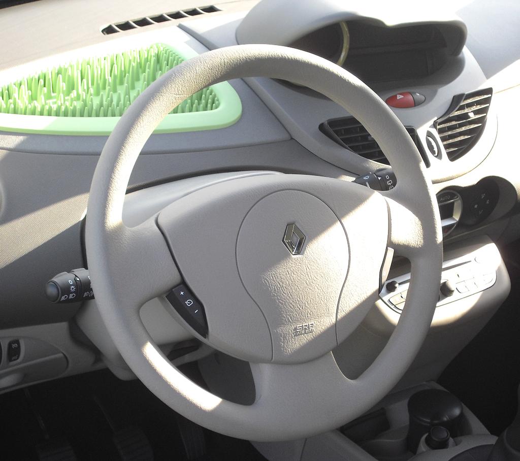 Renault Twingo: Blick ins sehr übersichtlich gestaltete Cockpit.