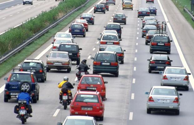 Rettungsgassen auf mehrspurigen Straßen - Ab durch die Mitte