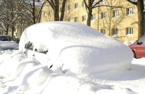 Richtig Parken im Winter - Vorsicht Schneehaufen!