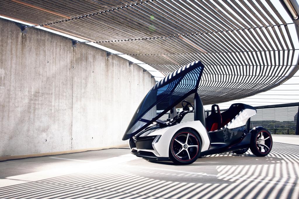 Statt Schlitten - Der Opel RAL e als das Gefährt für den Weihnachtsmann der Zukunft