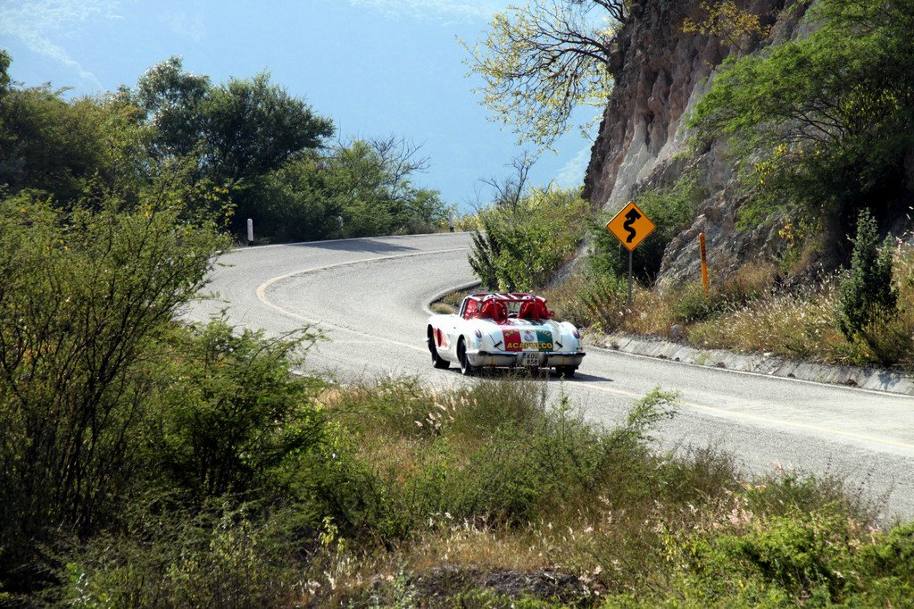 Szenen von der Carrera Panamericana 2011: Die Leningrad Cowboys in ihrer Corvette.