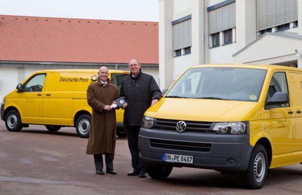 VW Nutzfahrzeuge übergibt 100 T5 BlueMotion an Deutsche Post