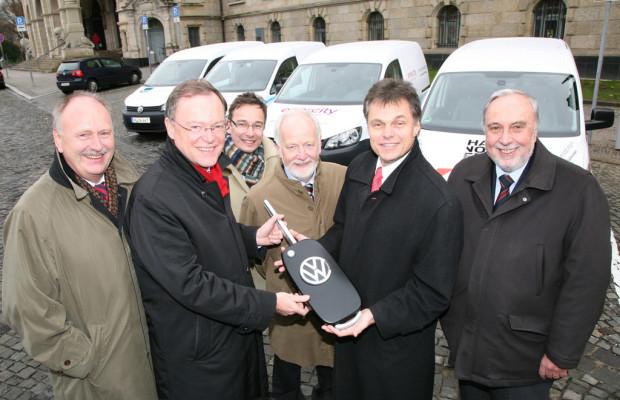 Volkswagen übergibt Elektro-Caddy an Hannover
