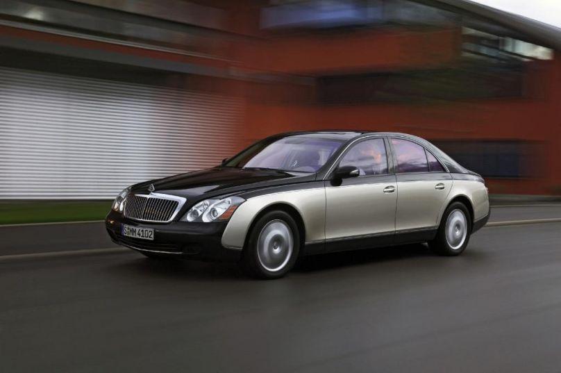 Wer sich einen Maybach leisten konnte, kann bei Bedarf bedenkenlos am Benzin sparen. Alle Modelle der Edelmarke sind für E10 frei gegeben.