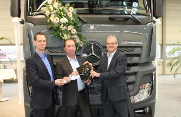 Böhm erweitert Fuhrpark um 25 Mercedes-Benz Actros