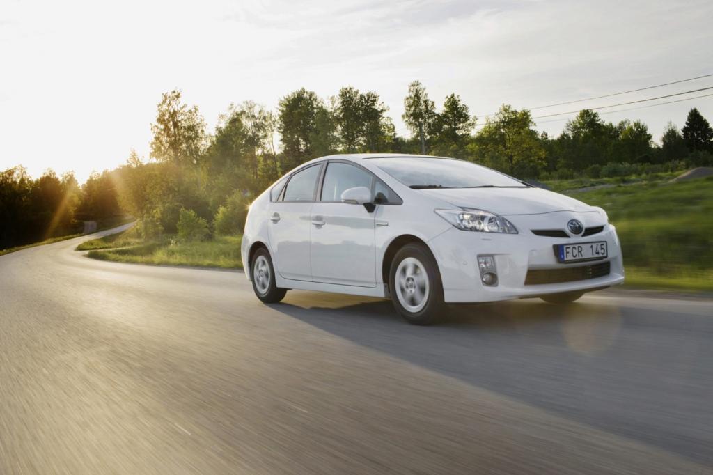 Bei den kompakten Benzinern liegt der Toyota Prius vorn