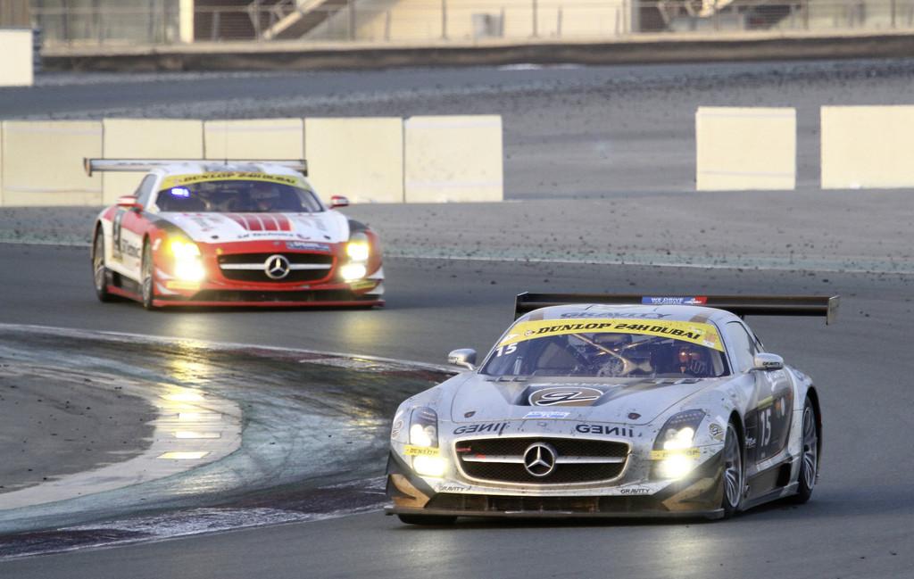 Beim 24-Stunden-Rennen von Dubai gelang den Kundensportteams im Mercedes-Benz SLS AMG GT3 ein souveräner Dreifacherfolg.