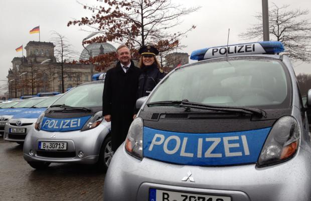 Berliner Polizei übernimmt elf umweltfreundliche Autos