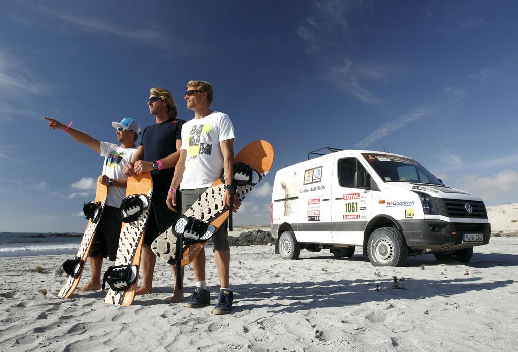 Besuchten auf Einladung von Volkswagen die Rallye Dakar (von links): Robby Swift, Björn Dunkerbeck und Klaas Voget.