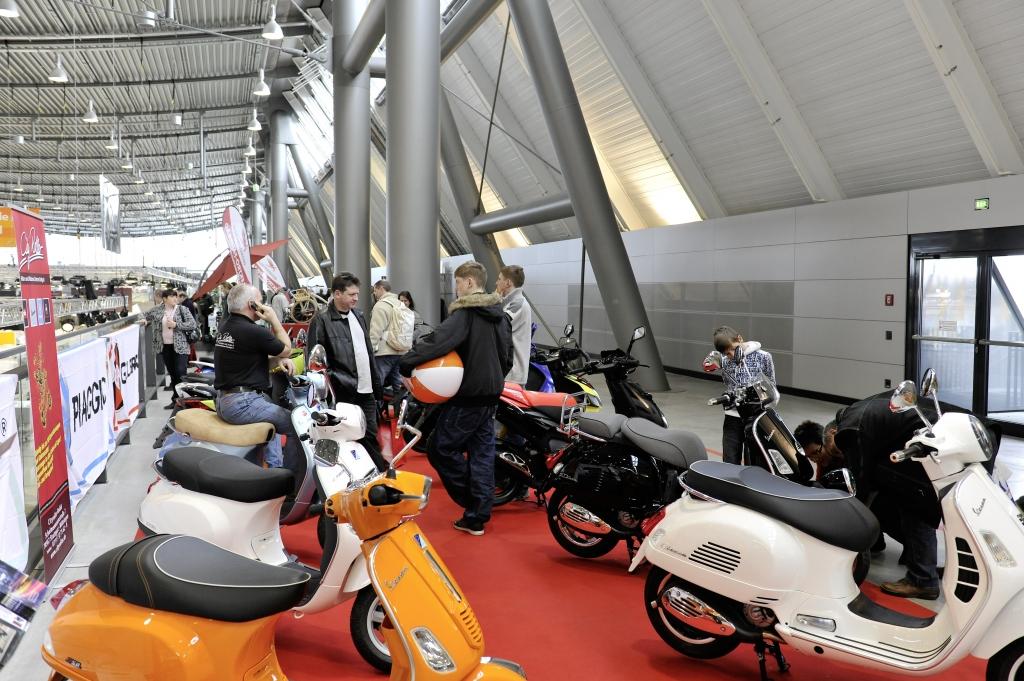 CMT Stuttgart 2012: CMT-Motorgalerie präsentiert Zugfahrzeuge, SUVs, Motorräder und Roller